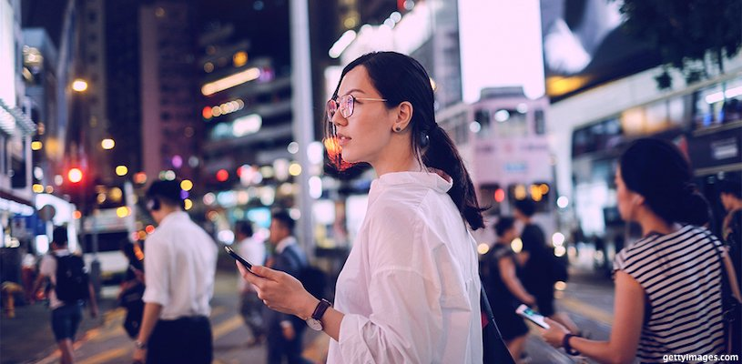 двушка на оживленной азиатской улице