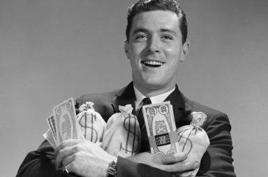 черно-белая фотография мужчина с деньгами в руках