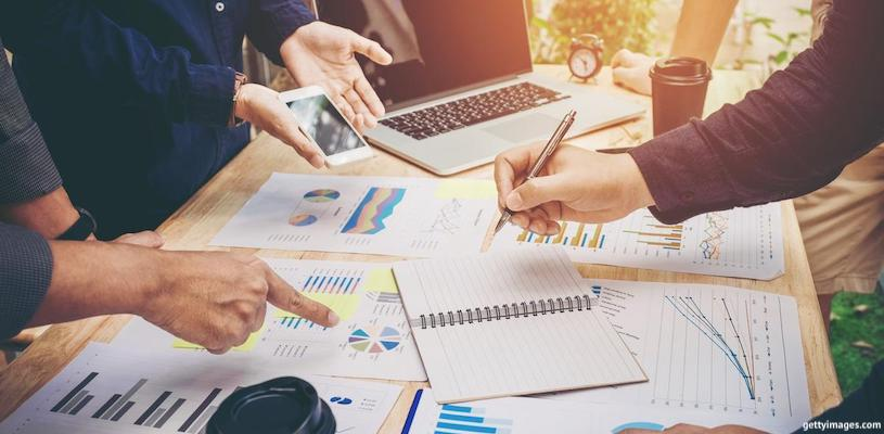 предприниматели разбираются с графиками