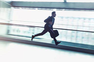 бизнесмен бежит