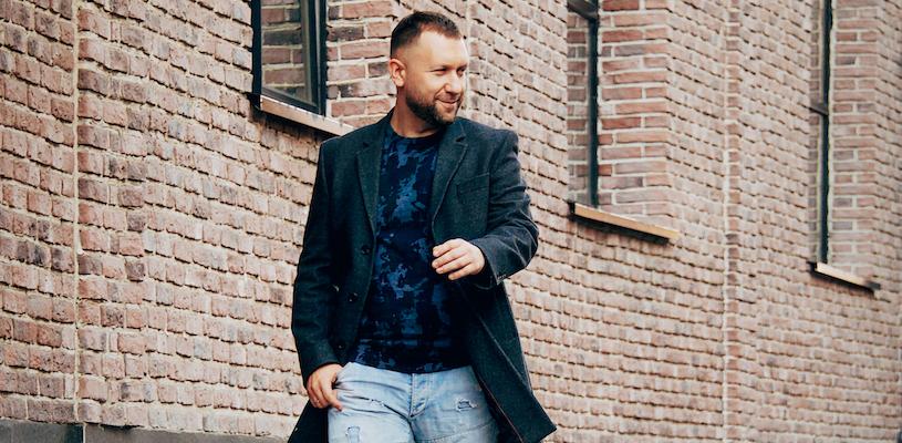 Дмитрий Кибкало в пальто