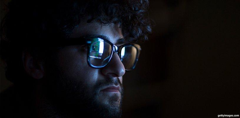 отражение монитора в очках