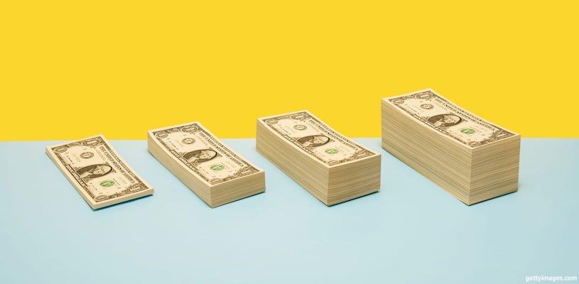 пачки денег