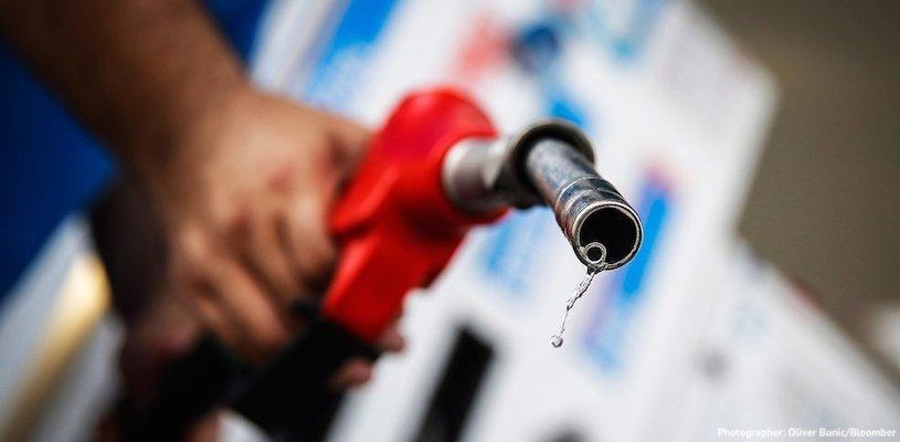 Шланг с автозаправки с каплей бензина