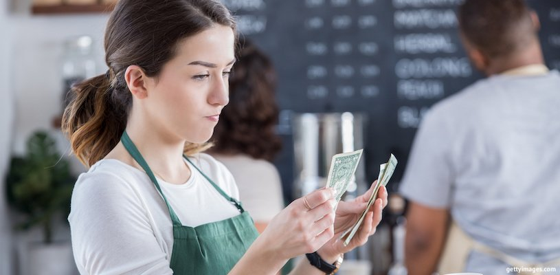 официантка считает зарплату